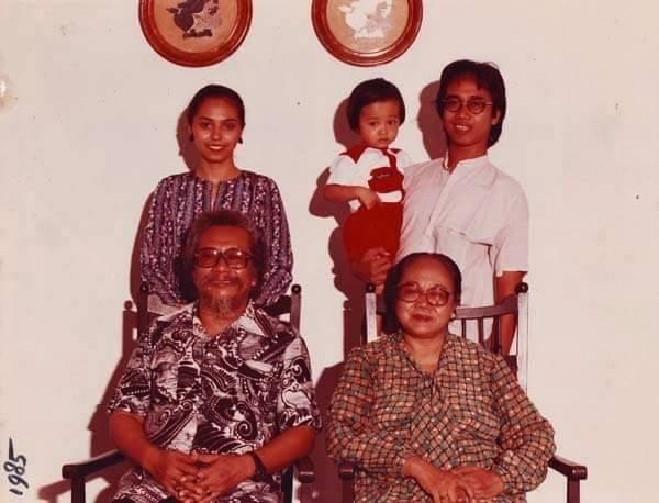 Giras (digendong) bersama orang tua dan kakek-neneknya...